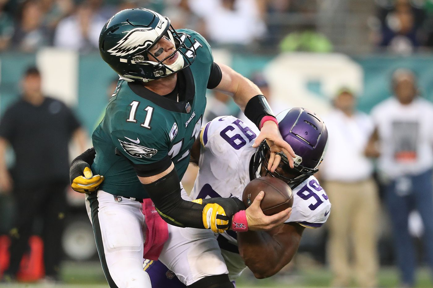 Protecting Carson Wentz is only way for Eagles offense to take off | Bob Ford