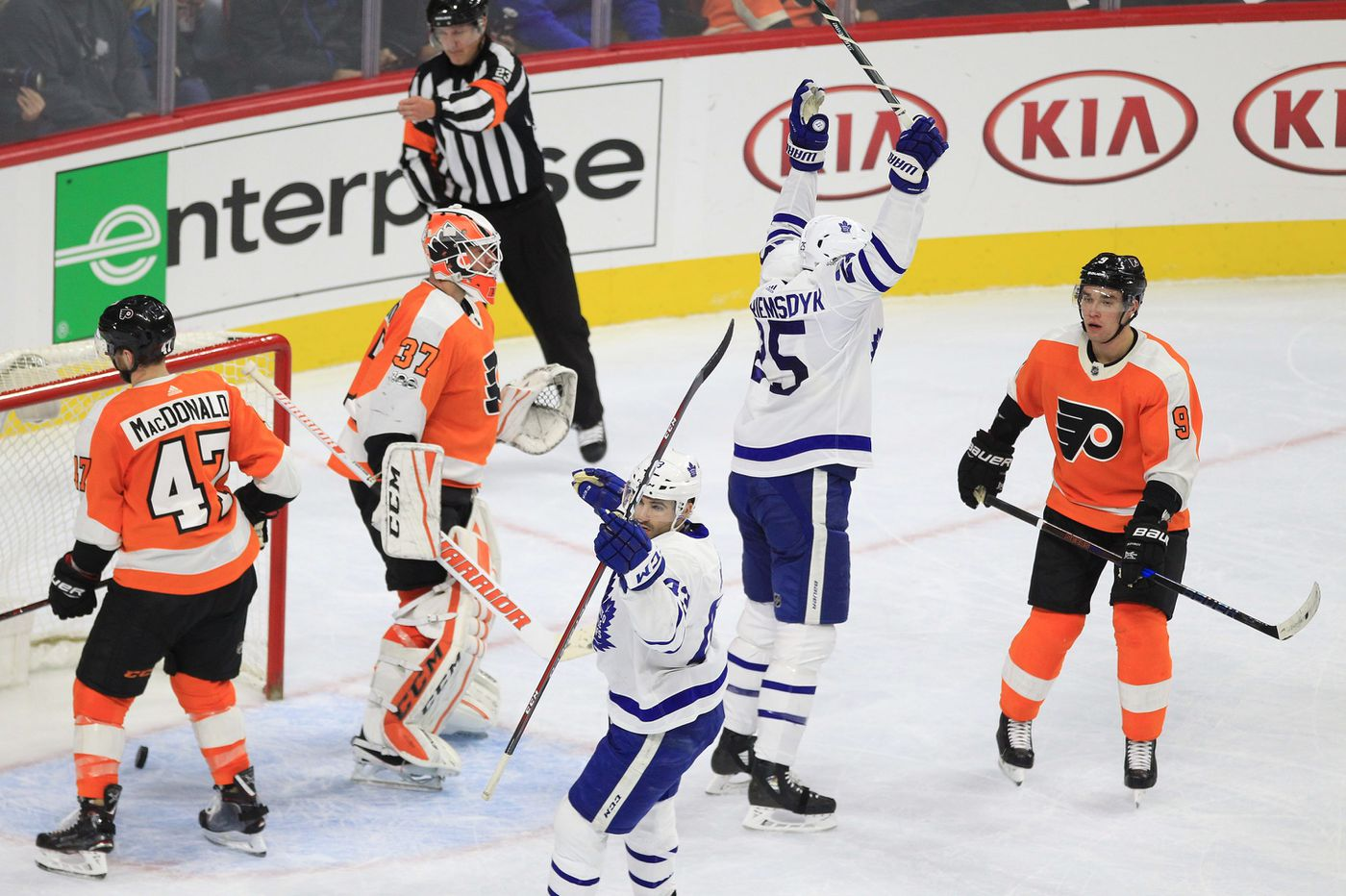 Flyers' James van Riemsdyk returns with 'V' Line; Travis Sanheim's injury minor