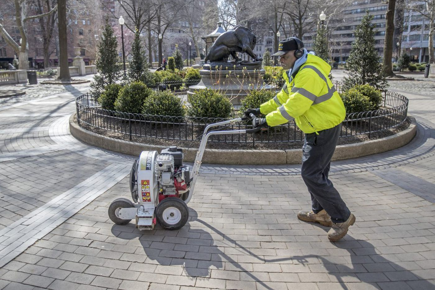Rittenhouse Square has 89 trash cans, 139 benches, and 1 man to clean them all | We the People