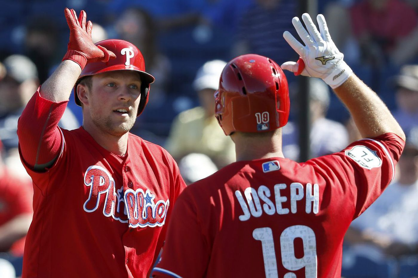 Phillies' Mackanin: Hoskins, Joseph 'can't coexist on the same team'
