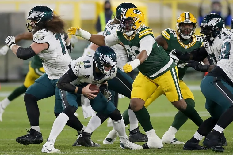 Packers DL Kingsley Keke moves in to sack Eagles QB Carson Wentz (11) in the second quarter of Sunday's 30-16 loss.