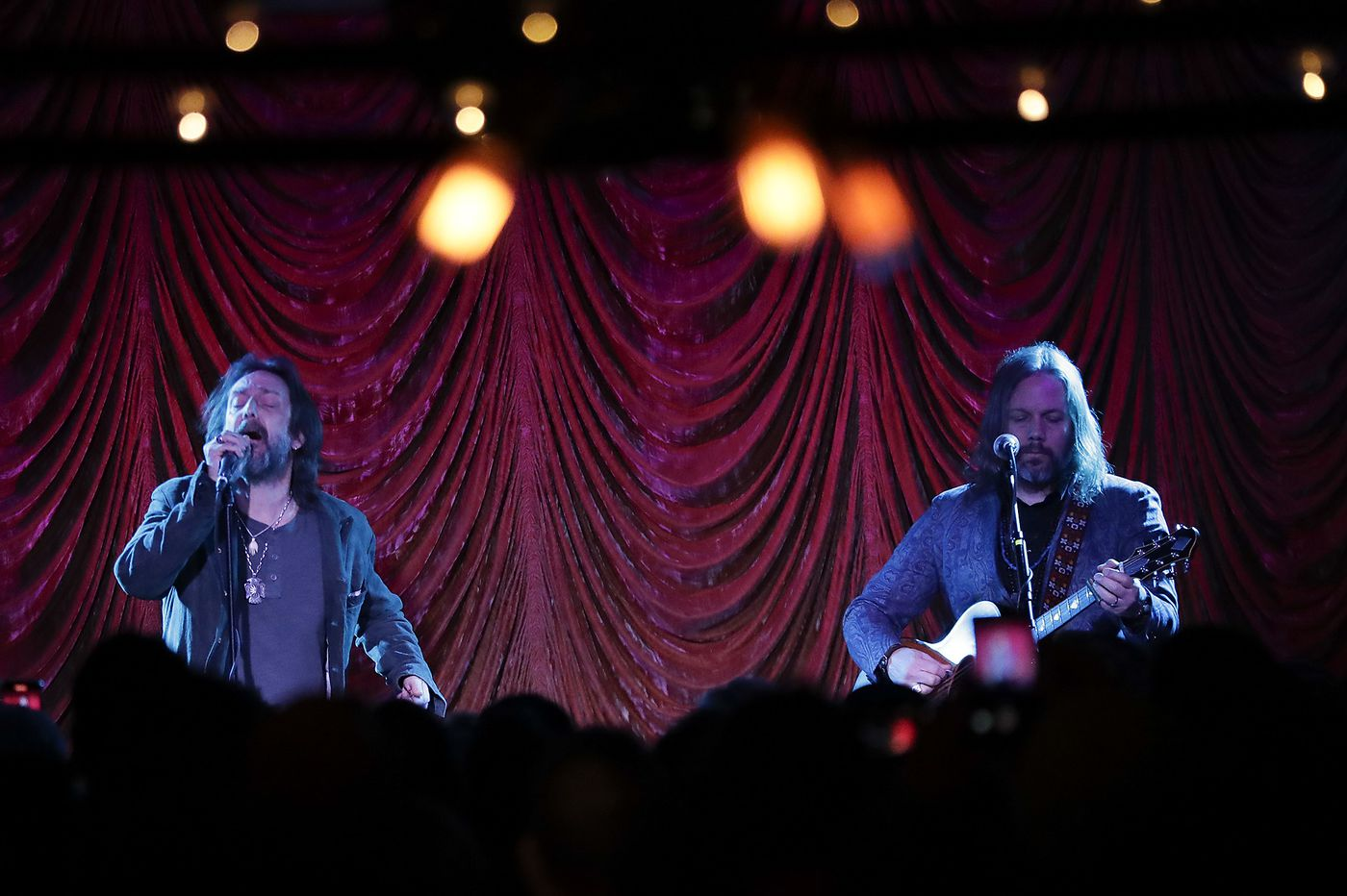 Review: Black Crowes bros play two Philly shows as 'Brothers of a Feather'