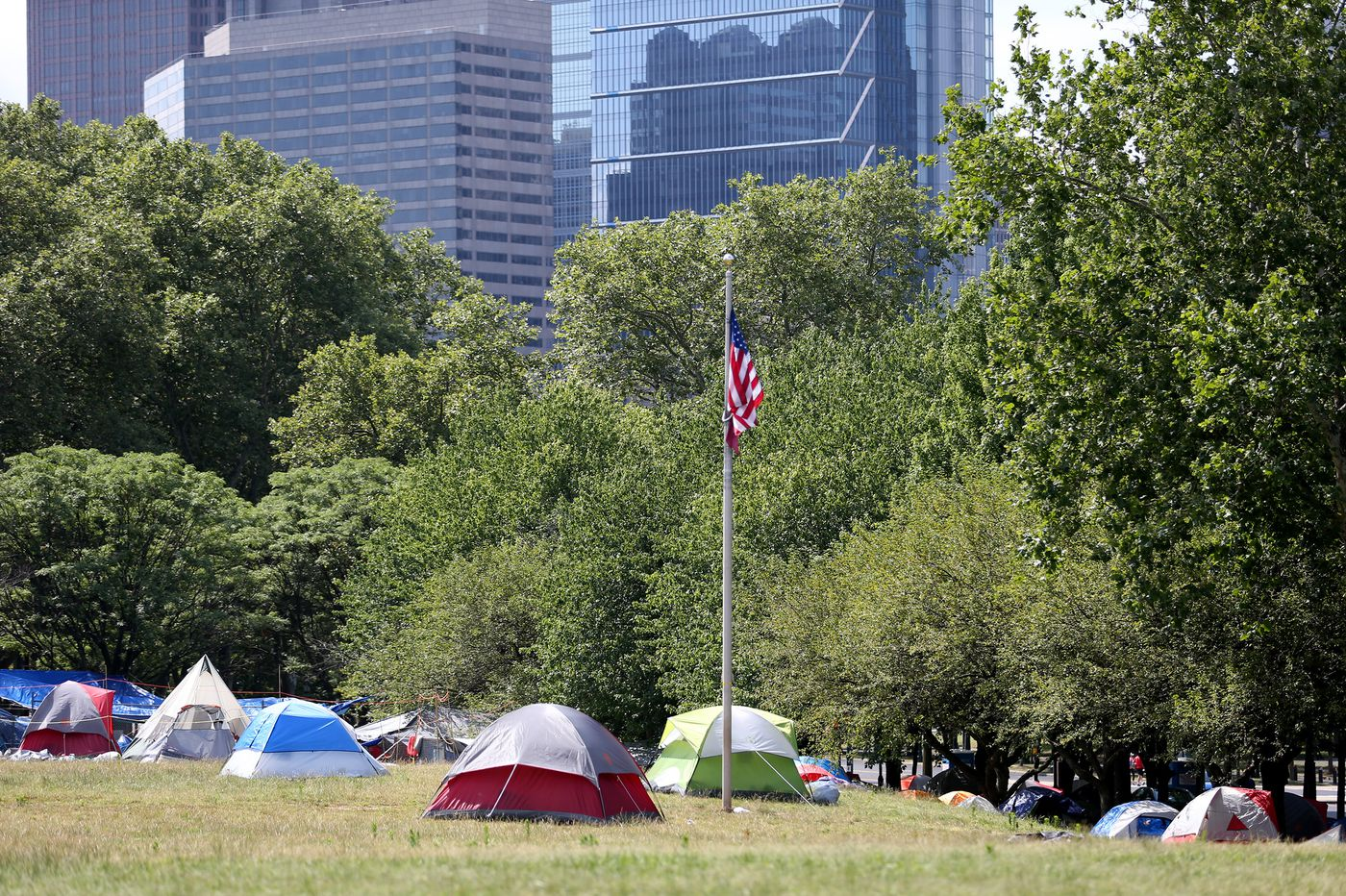 Philly says it's close to a deal to end the homeless encampment on Benjamin Franklin Parkway
