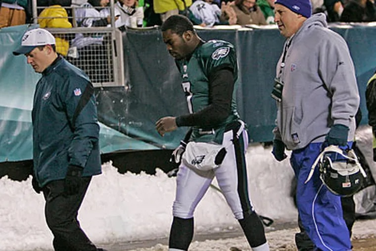 Michael Vick left the Eagles' win over San Francisco in the first quarter with a thigh bruise and did not return. (Michael Bryant/Staff Photographer)