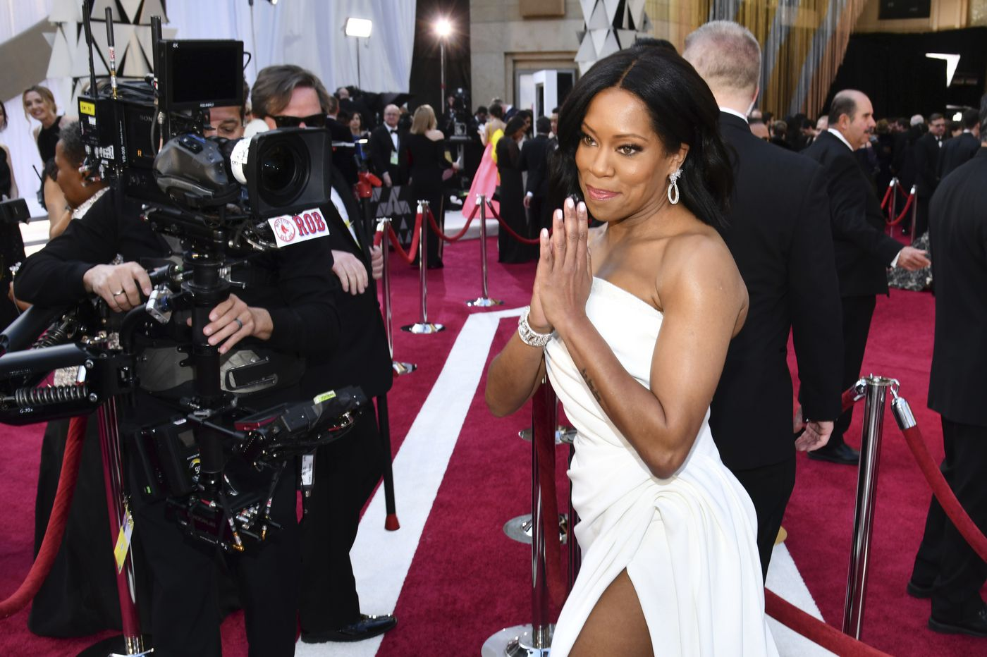 b257a869172e81 Oscars red carpet  Regina King slays