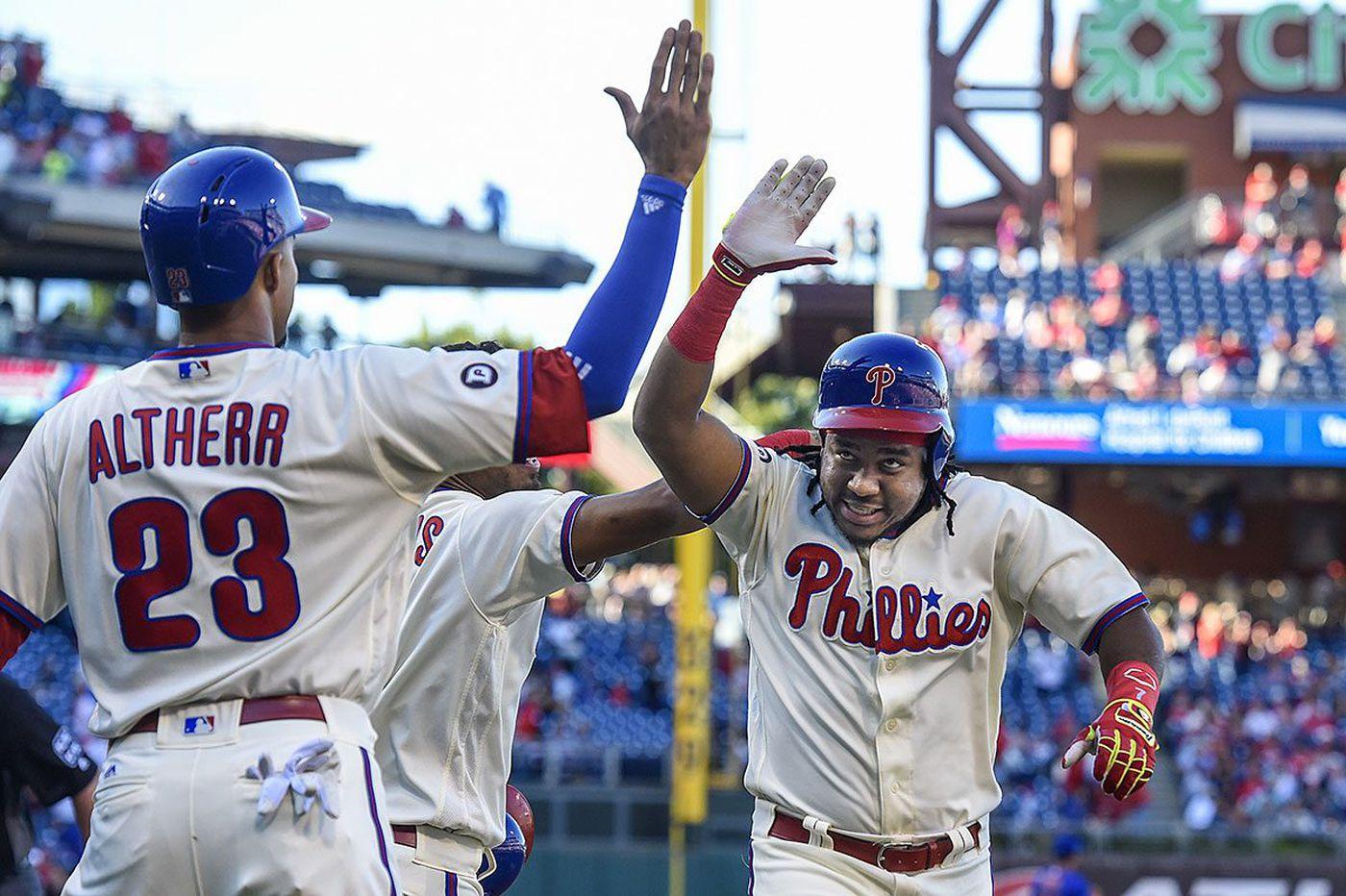 Phillies flatten Mets in Pete Mackanin's finale