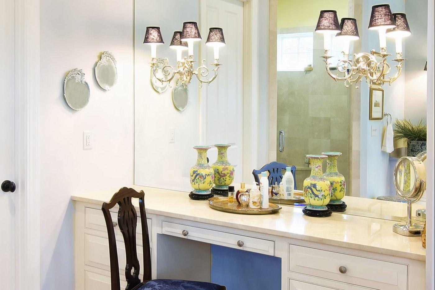 Ask Jennifer Adams: What's the best lighting for your bathroom vanity?
