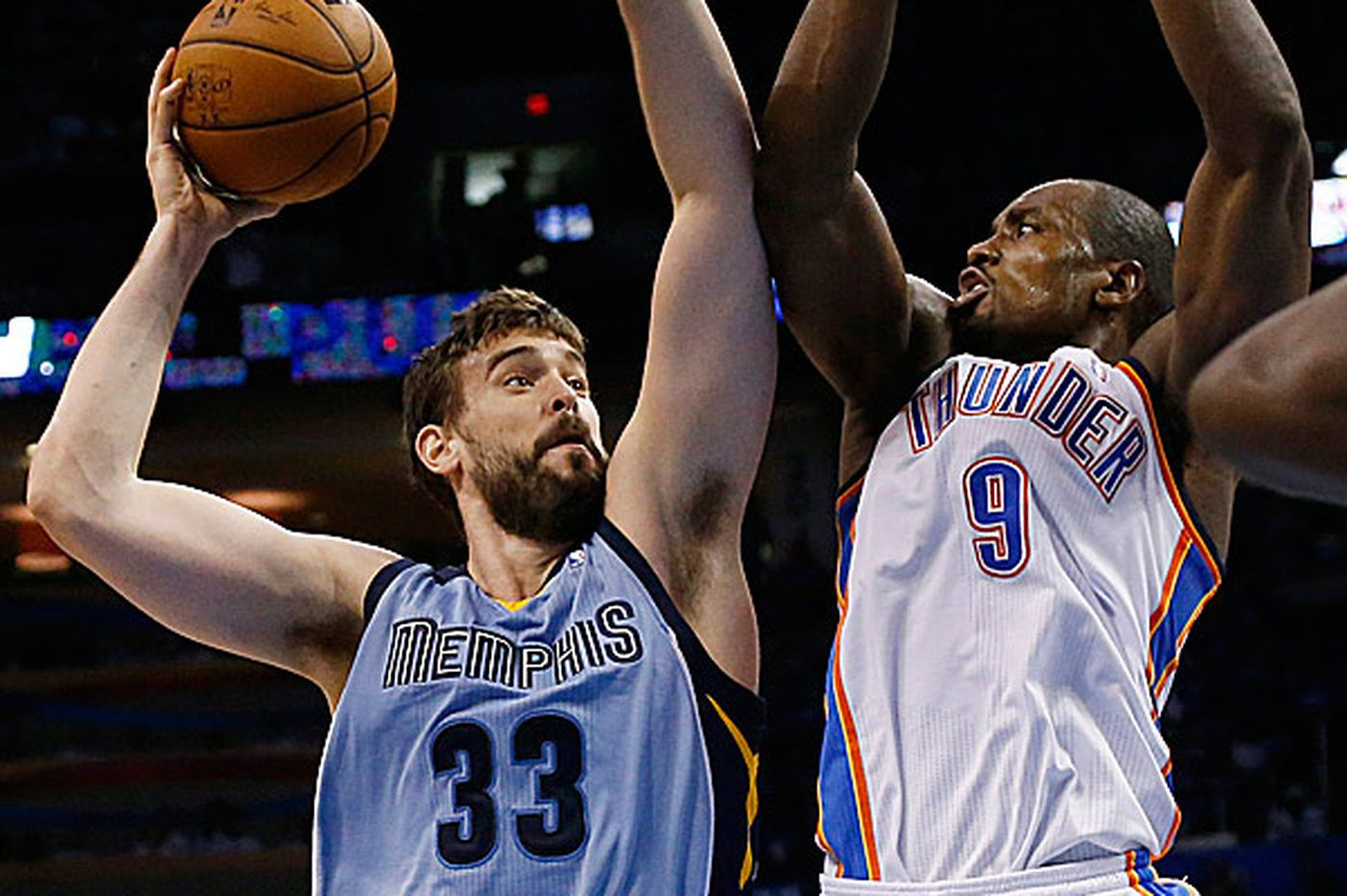 Grizzlies hold off Thunder