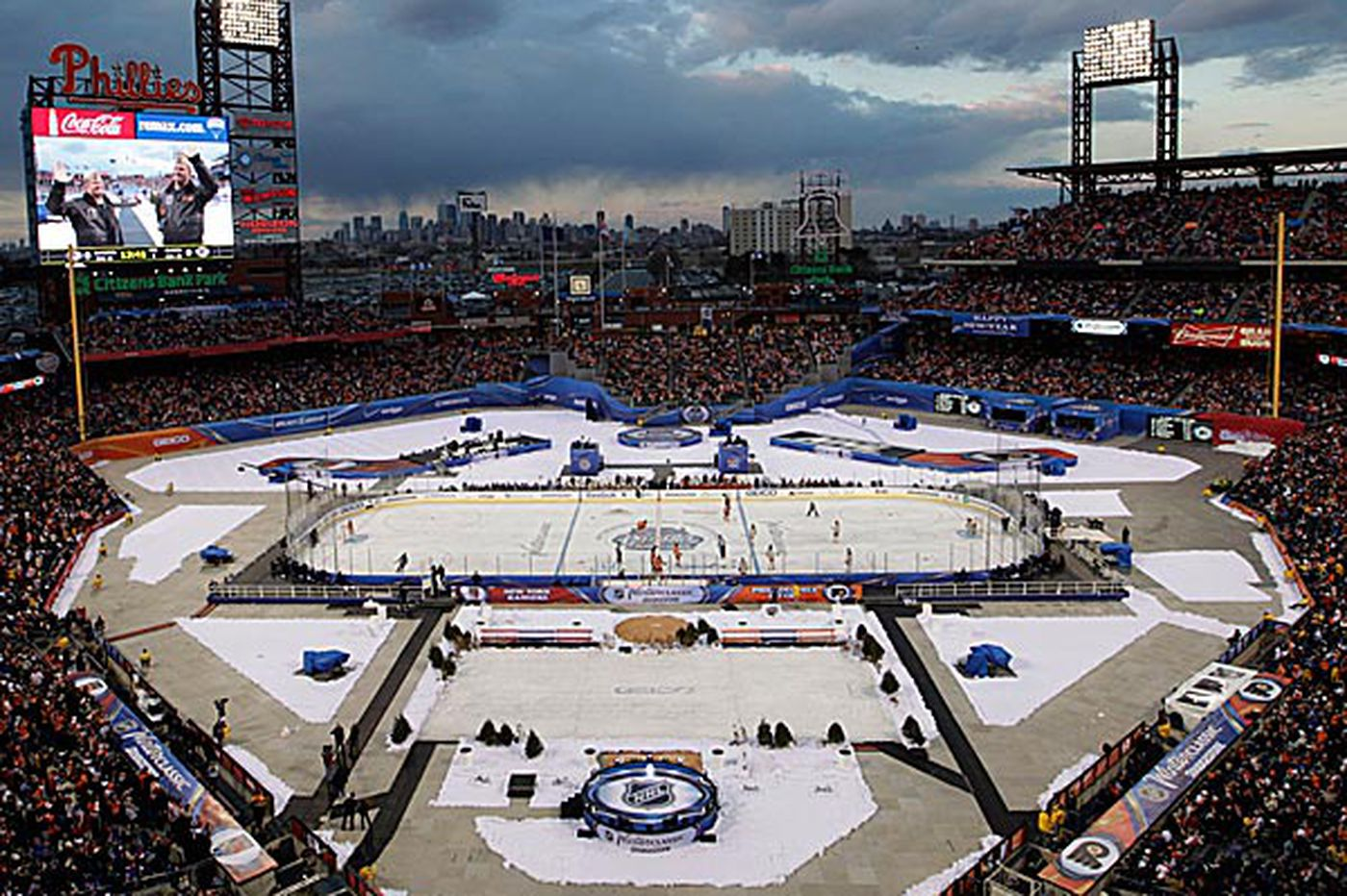 NHL says talk of Flyers in 2015 Winter Classic is premature