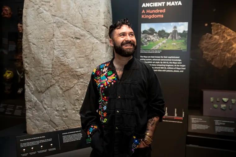 Carlos José Pérez Sámano es el primer artista residente del Penn Museum, quien estará desarrollando una serie de talleres de poesía en toda la ciudad.