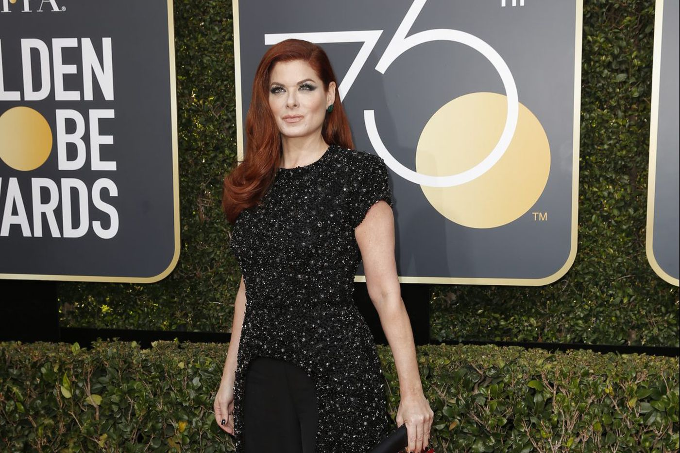 Debra Messing calls out E! on Golden Globes red carpet