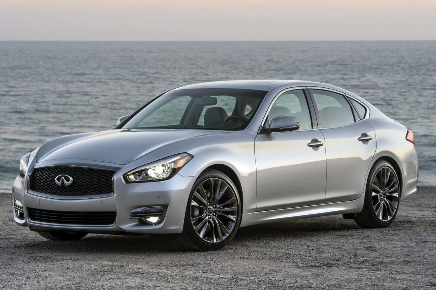 Infiniti Q70 offers beauty and luxury, but performance?
