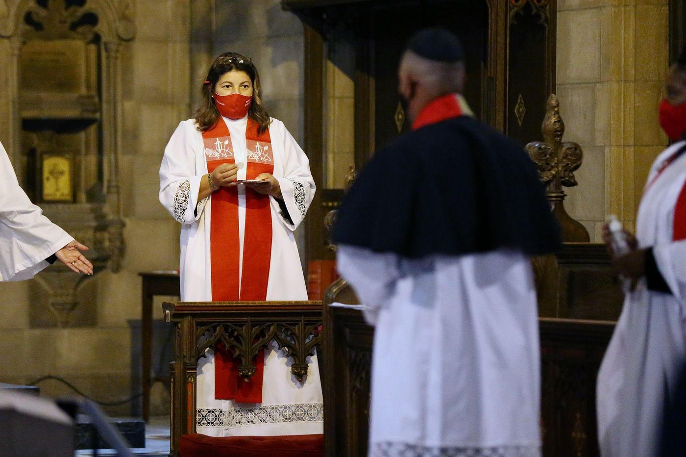 The first female Hispanic priest in Pa.'s Episcopal Church is ordained. She's from Philadelphia.