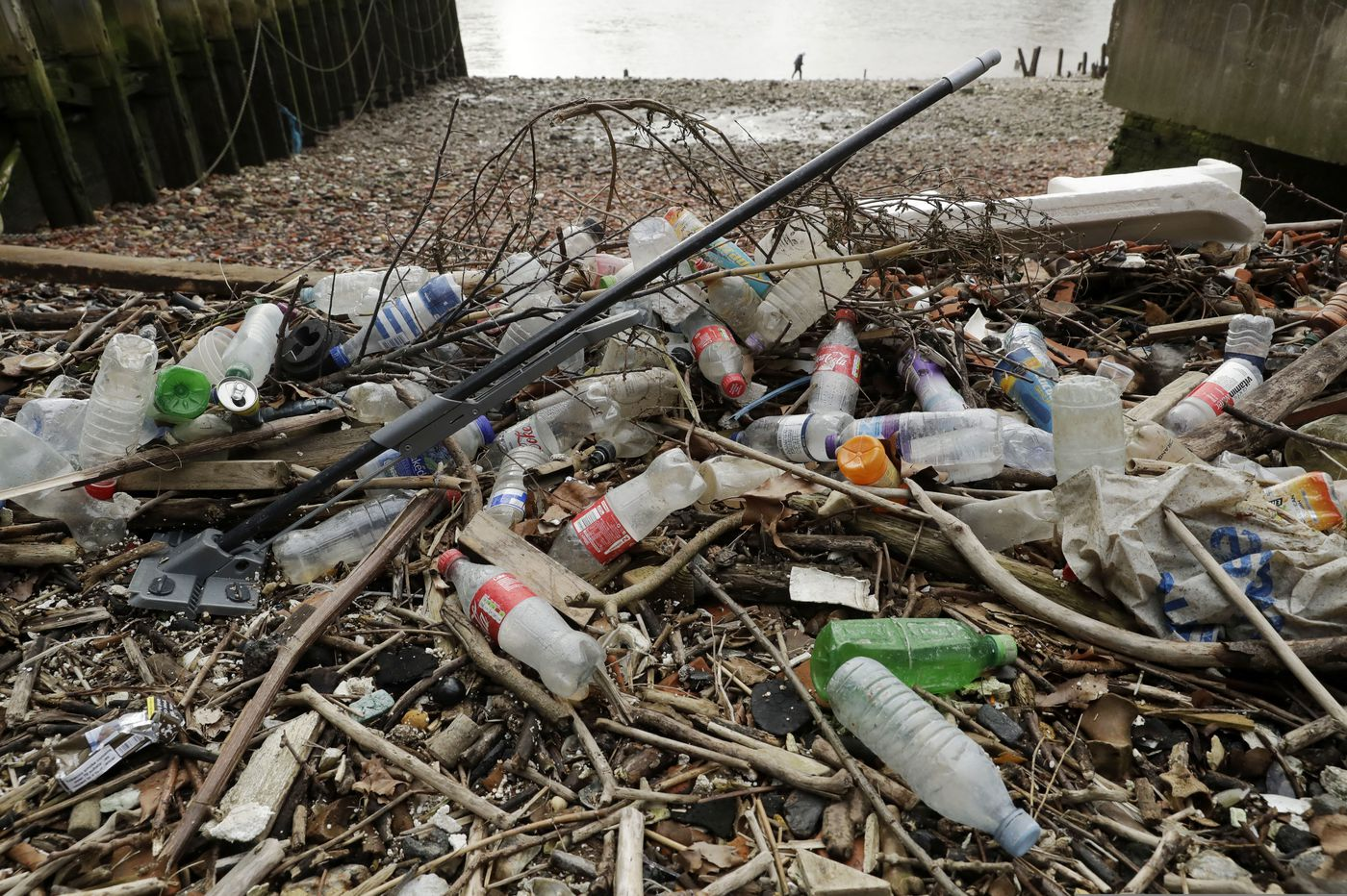 European officials agree on ban of some single-use plastics