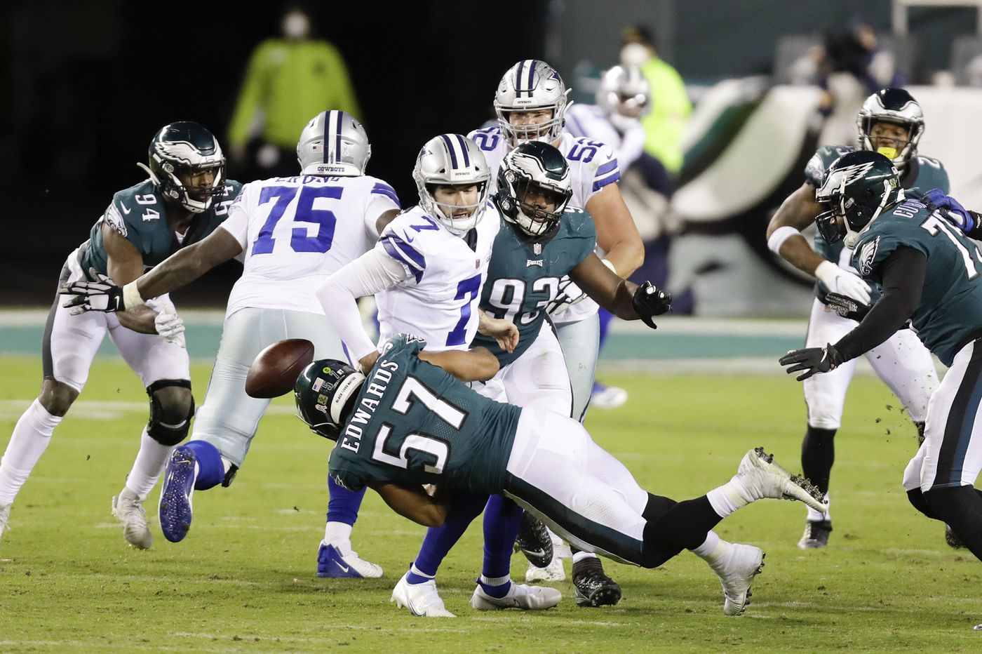 Eagles' defense, led by Rodney McLeod and T.J. Edwards, bails out Carson Wentz and the offense in win over Cowboys