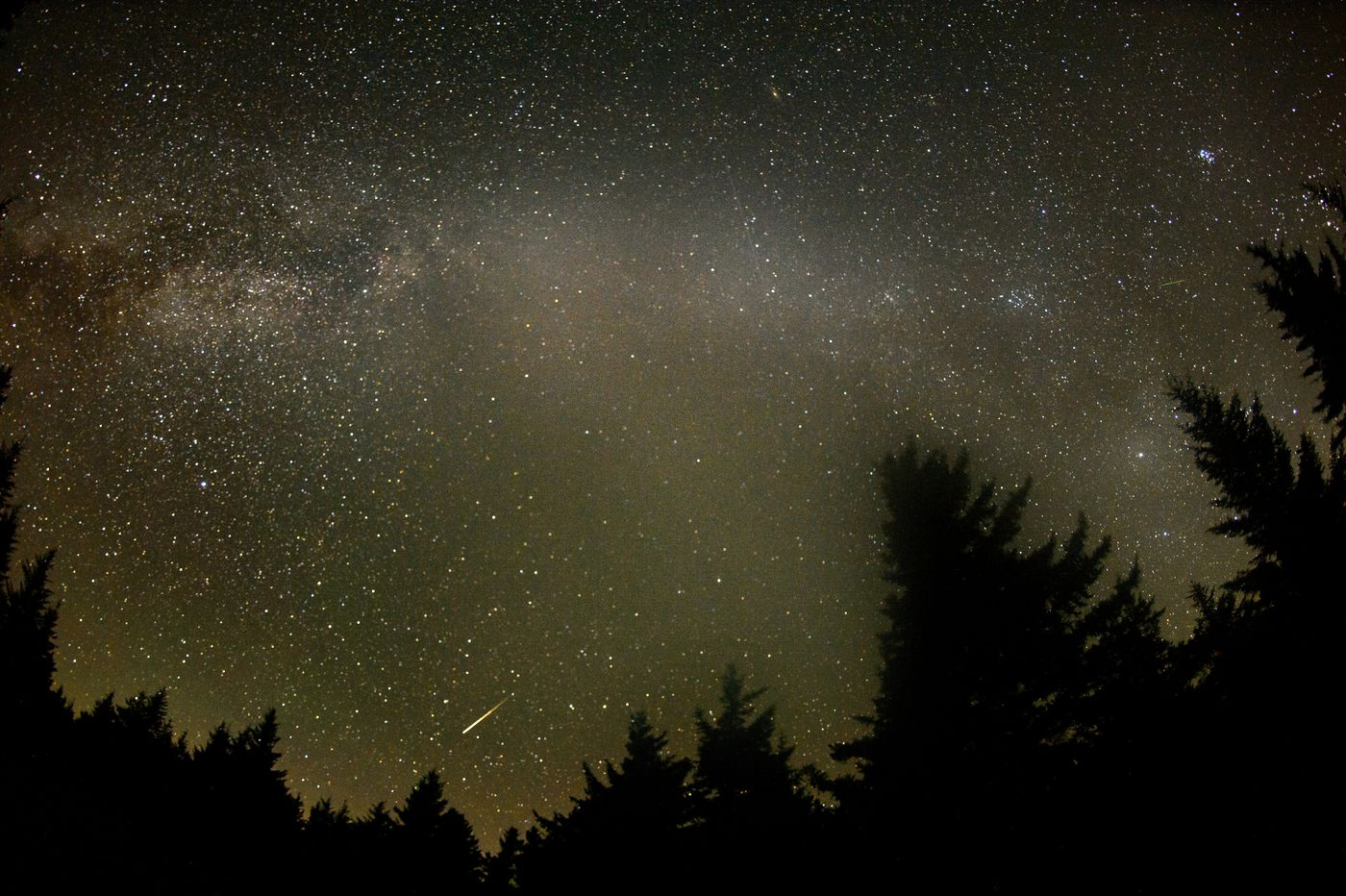 Meteor shower drought ends as Lyrids peak Tuesday night into Wednesday morning