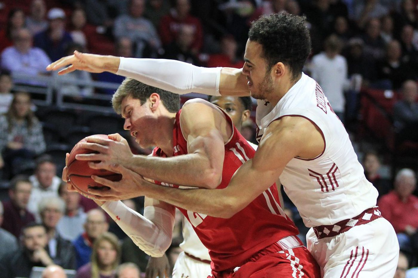 Temple outlasts Wisconsin as Shizz Alston scores 22