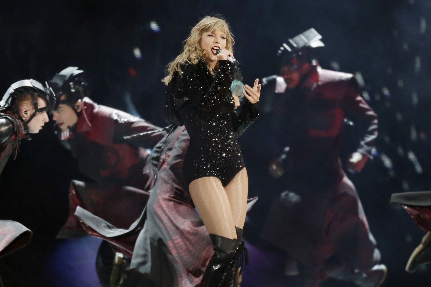 Taylor Swift stunned by fans' engagement backstage at Philadelphia concert