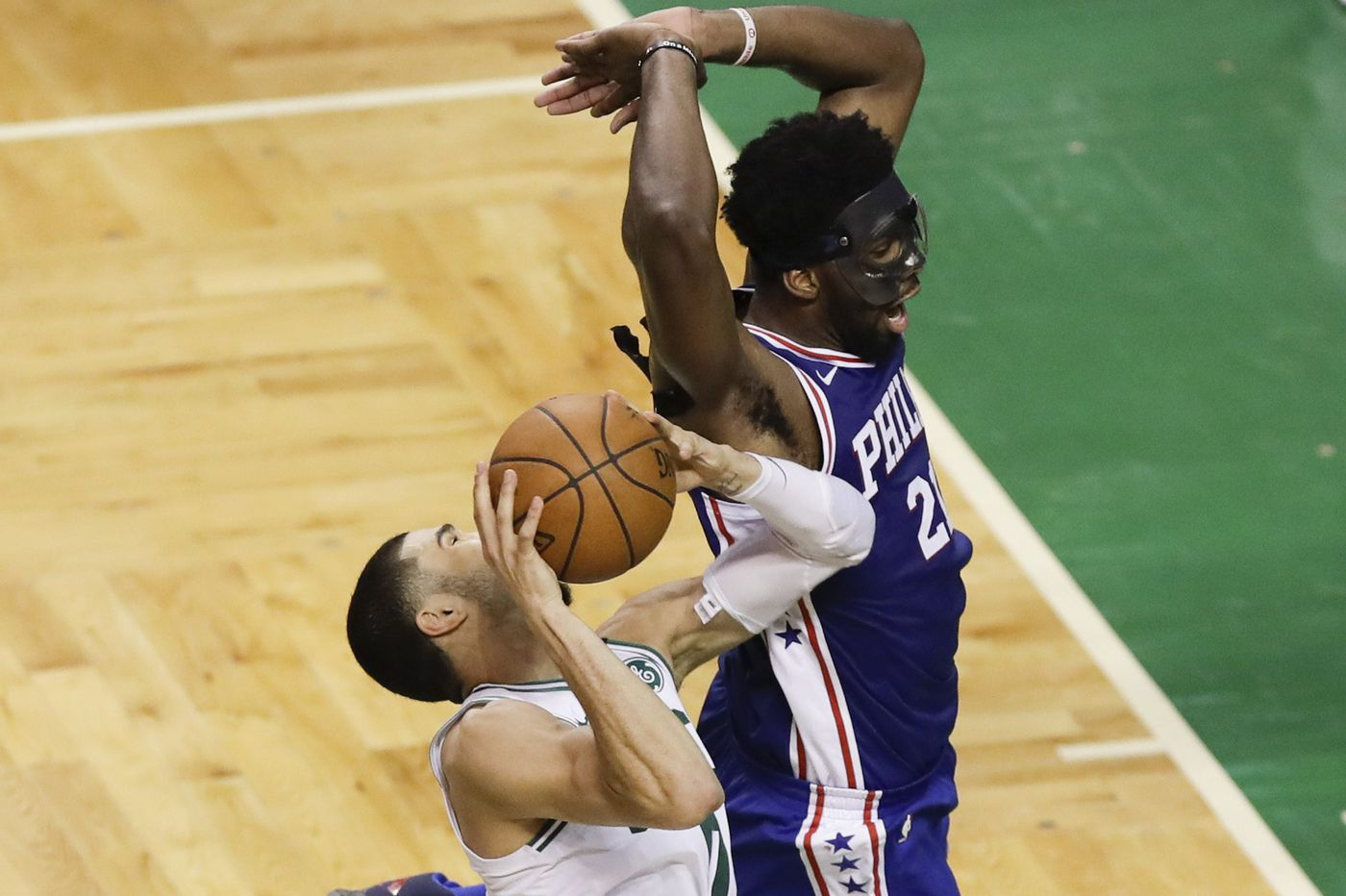 Video: Joel Embiid takes on Jayson Tatum and Mo Bamba, Markelle Fultz practices with Drew Hanlen