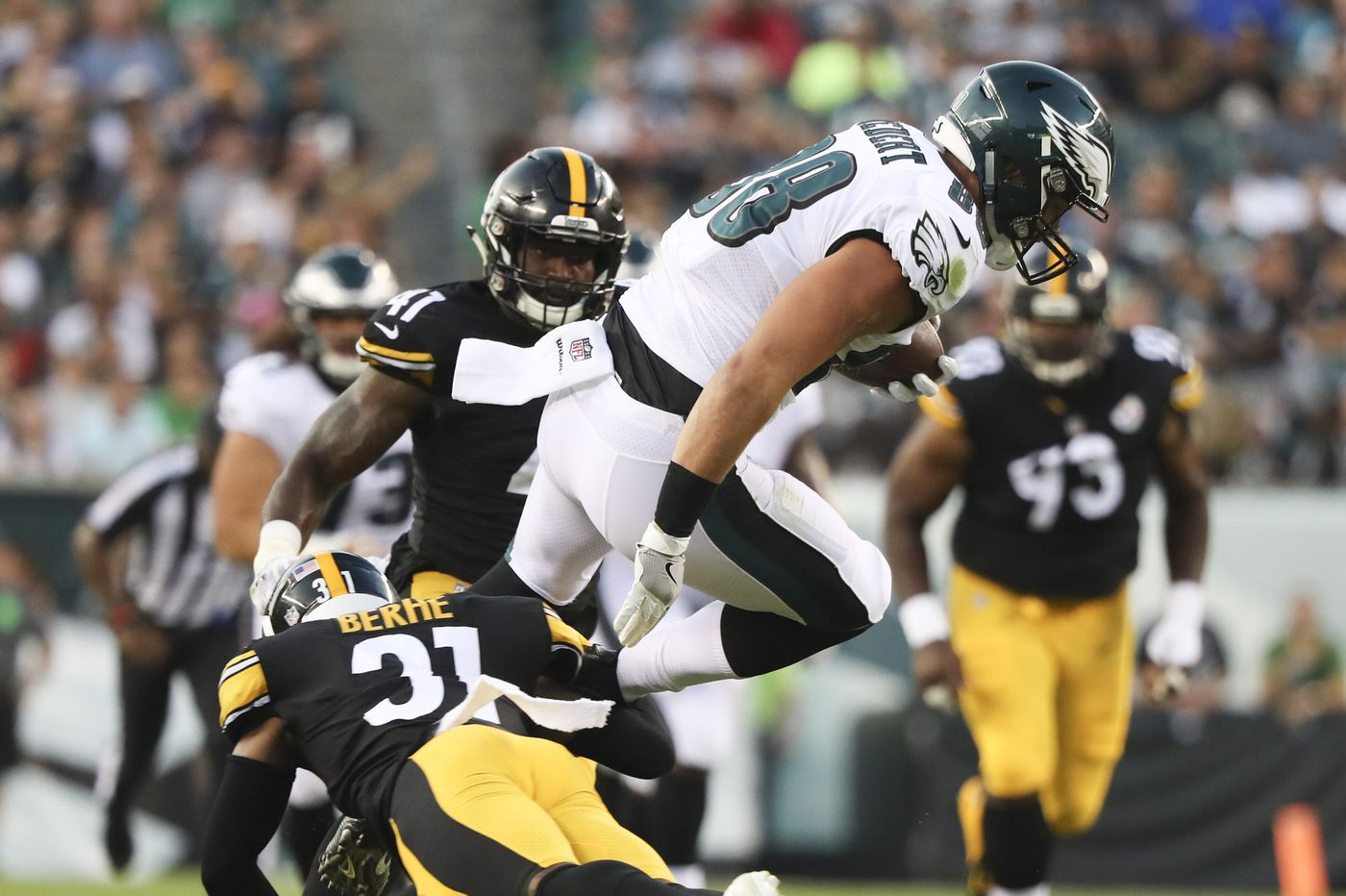 Eagles' Dallas Goedert says elbow injury isn't serious