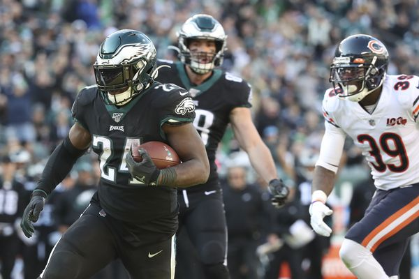 Eagles 22, Bears 14: Inconsistent Birds get it right on final drive for win heading into bye week