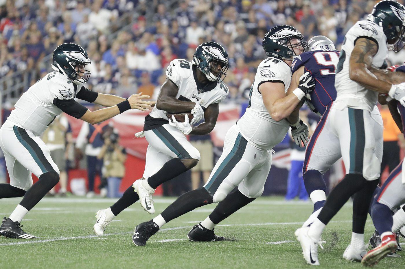 Eagles Wendell Smallwood and Matt Jones fail to gain ground in running-back battle