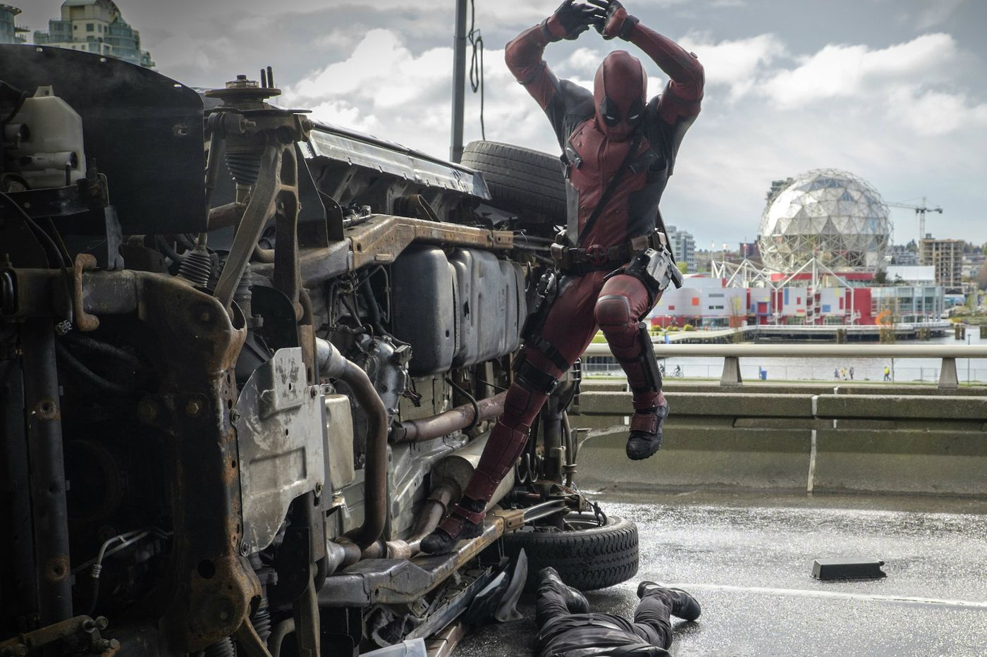 'Deadpool': Fun, but sophomoric tale of mercenary with foul mouth