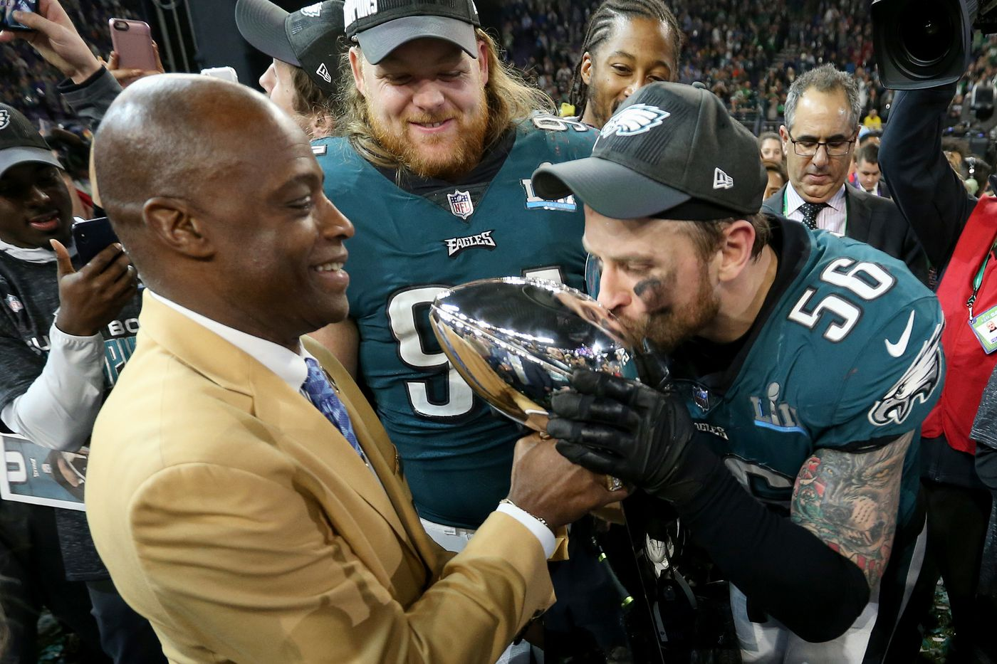 Trump again breaks tradition by rescinding Eagles' invitation to White House