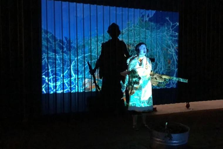 La artista de performance Salomé Cosmique invocó a Pachamama, para crear conciencia sobre el impacto negativo que la humanidad tiene en el medio ambiente.