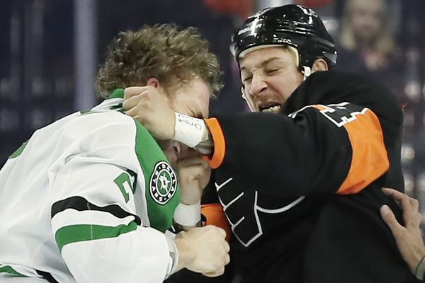 Flyers lose to lowly Stars, 4-1, to drop below .500