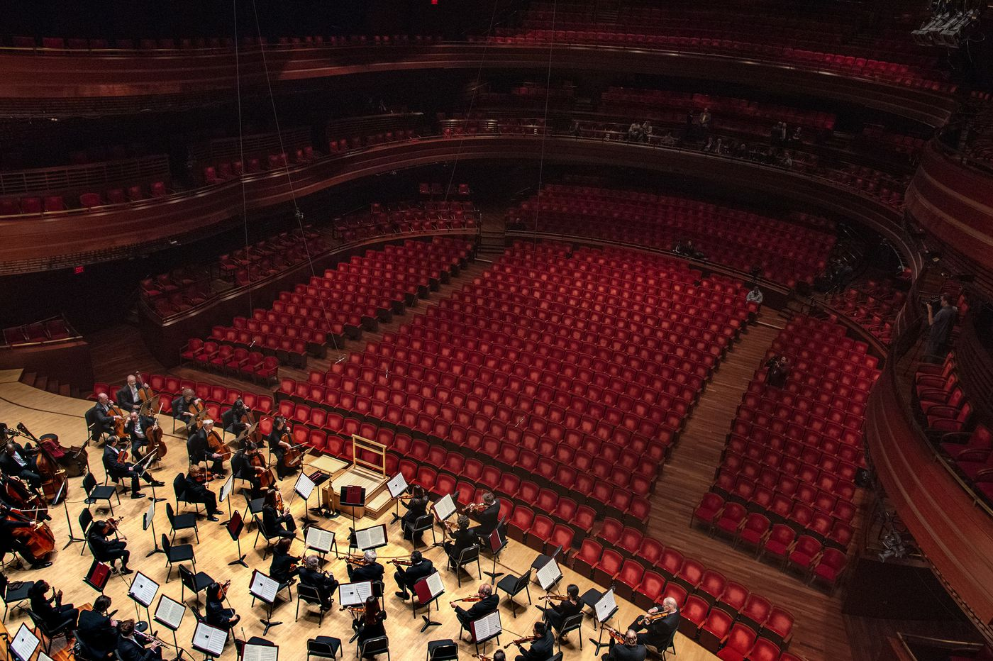 To avert 'enormous' deficit, Philadelphia Orchestra musicians take 20% pay cut as special fund-raising begins