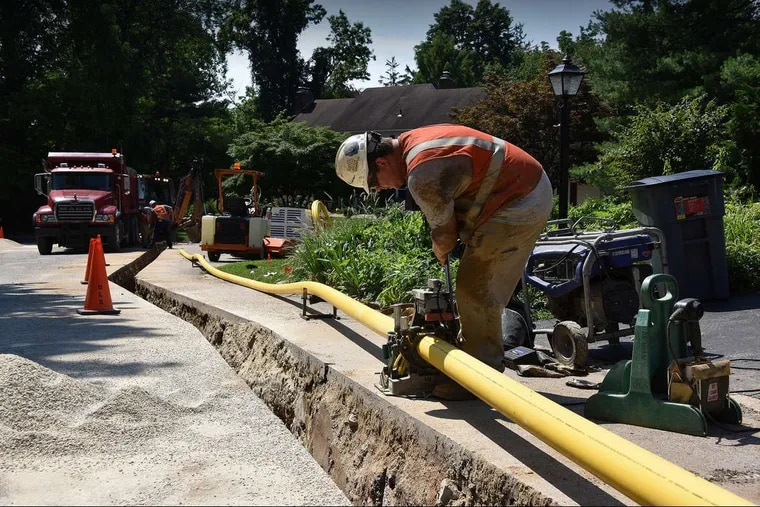 A worker installs a new gas main on Peco's system in Bryn Mawr in 2018.