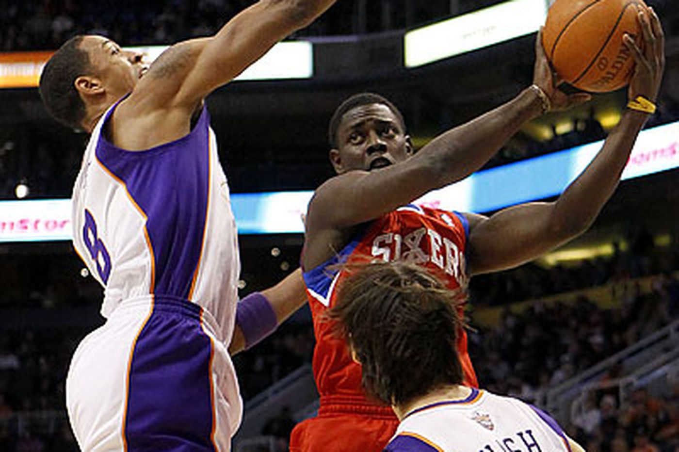 Sixers find range early, rout Suns