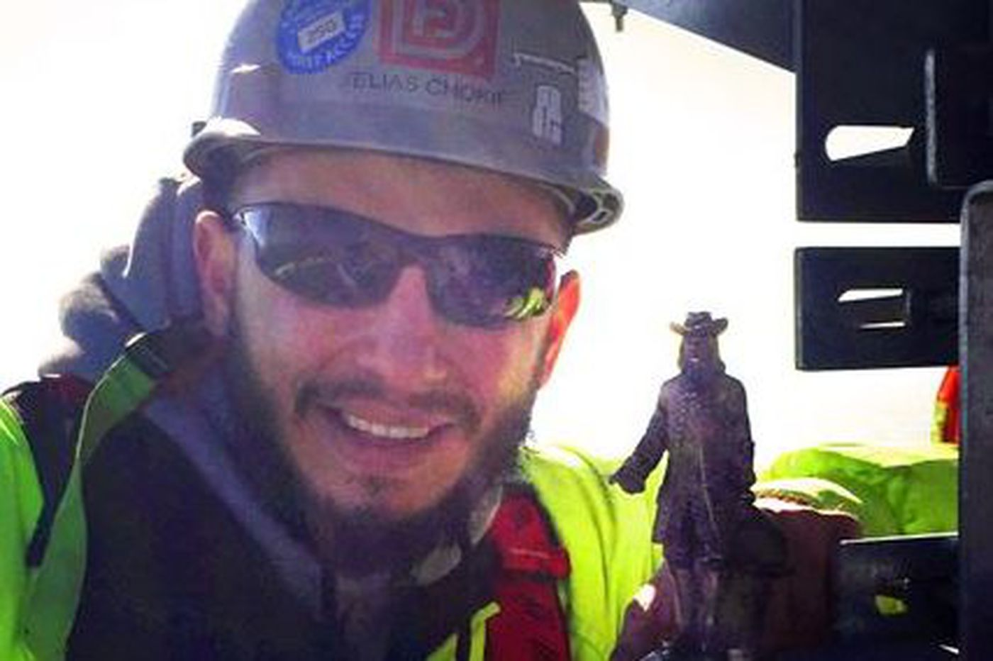 Ironworkers plant Billy Penn atop new Comcast tower to help Eagles avoid curse