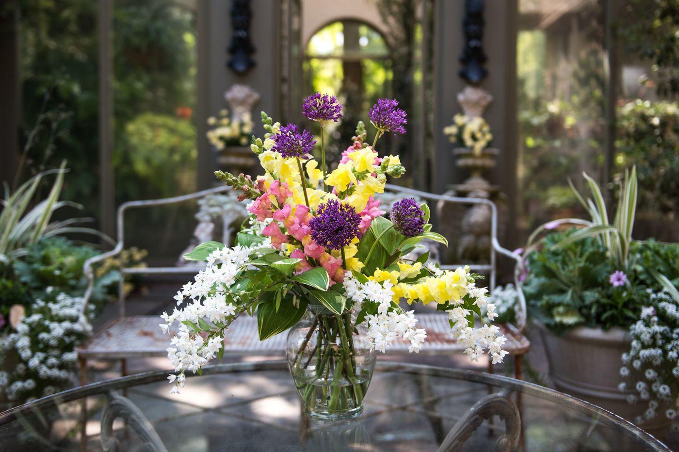 Flower Arrangement 101 How To Make A Bouquet From Backyard Flowers