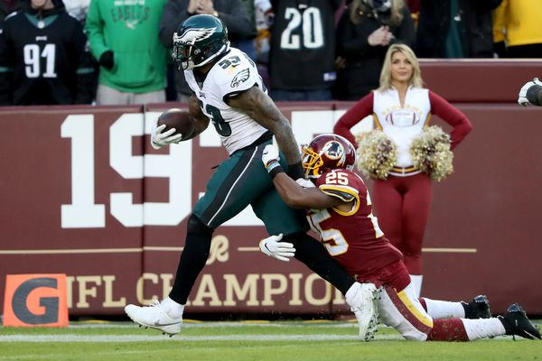 Eagles fans celebrate win over Washington, and backdoor cover on game's last play