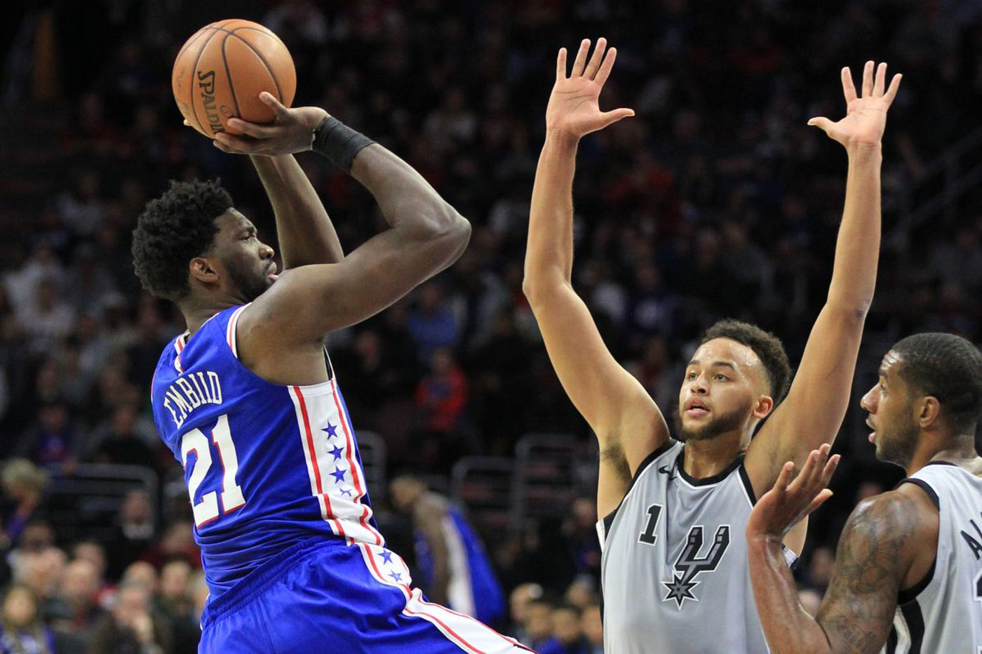 Joel Embiid plays with sprained hand, leads Sixers to 112-106 victory over undermanned Spurs