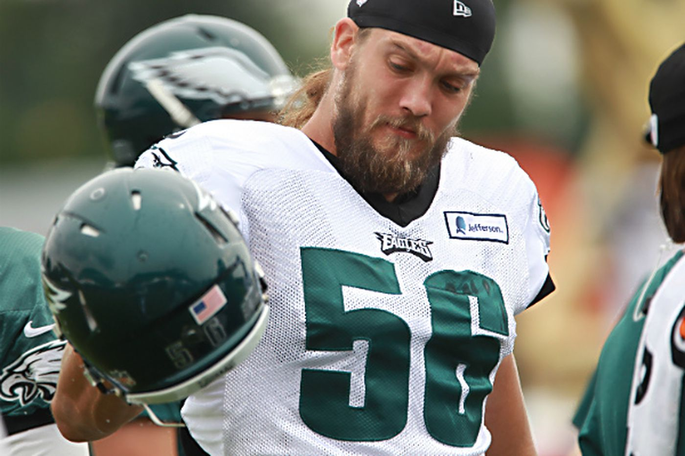 Eagles rework linebacker's contract