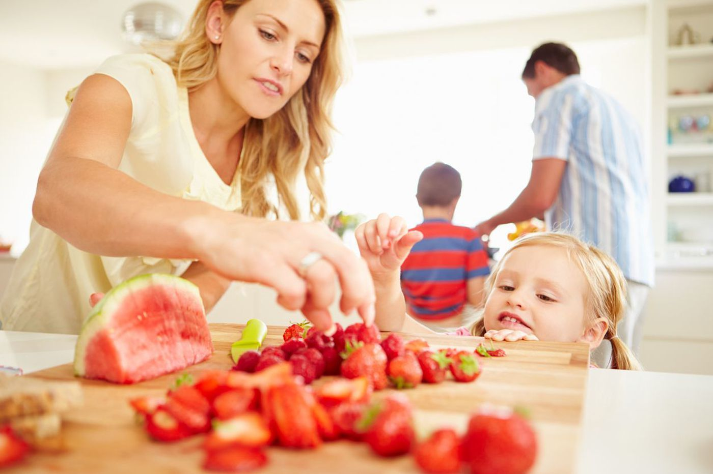 Tips to help kids and adults snack smarter