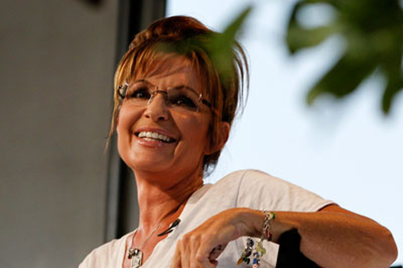 Poolside in L.A., Sarah Palin pushes her hubby's TV show