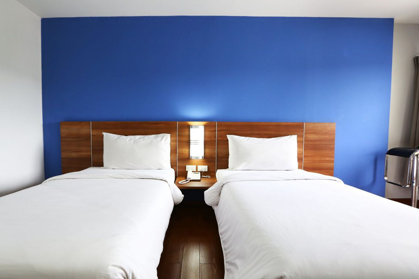 Ask Jennifer Adams: Should I put two twin beds or one king in guest room?