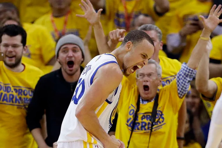 Warriors guard Stephen Curry made seven threes and scored 33 points, leading the Warriors past the Clippersto even their first-round series at two games apiece.