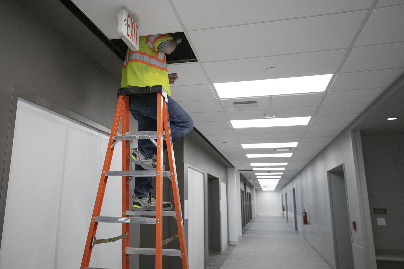 Construction workers, hit hard by the coronavirus, need support | Opinion