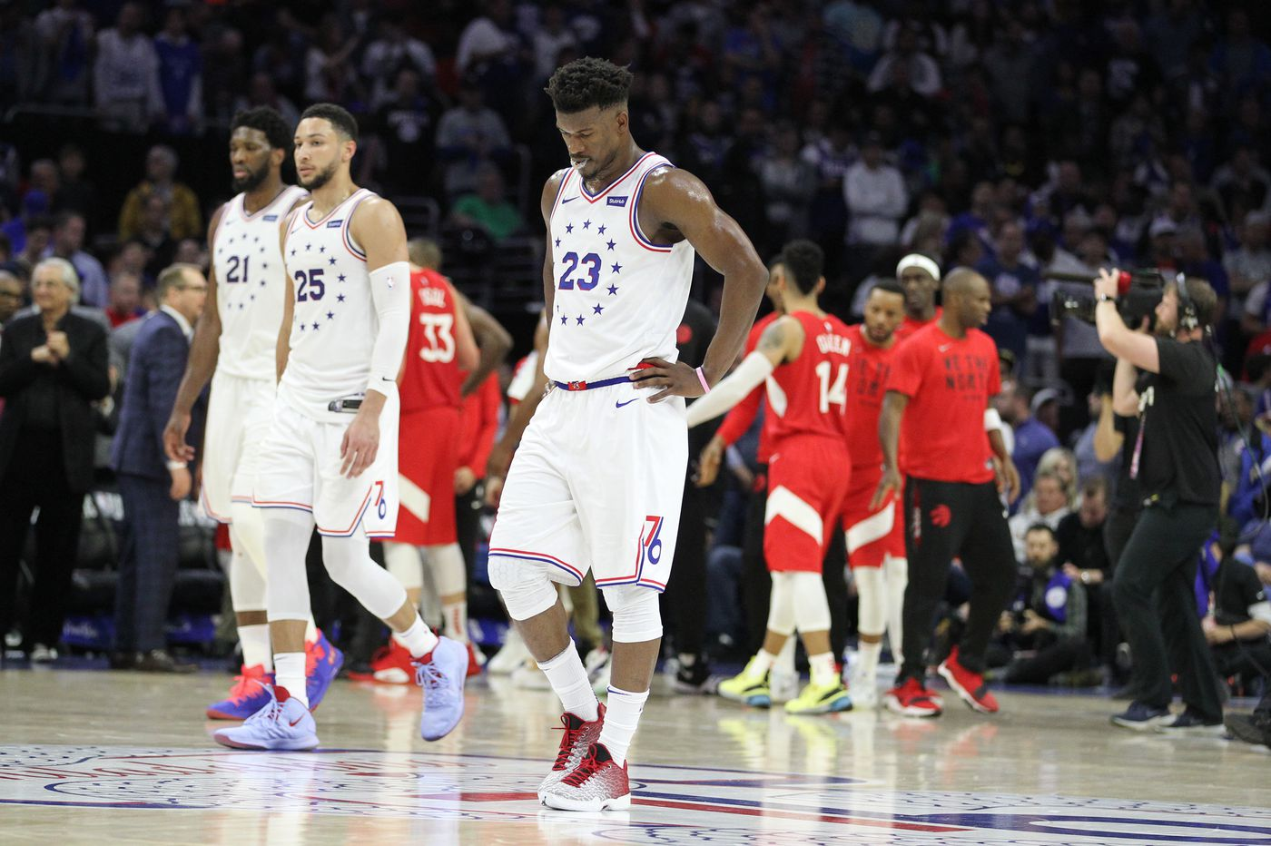 Kawhi Leonard scores 39 as Raptors beat Sixers, 101-96, to tie series, 2-2