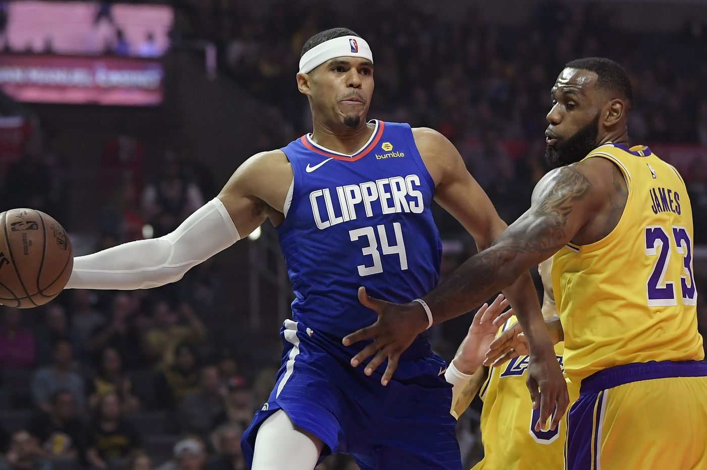 LeBron James warns new-look Sixers that he'll be in Lakers lineup Sunday
