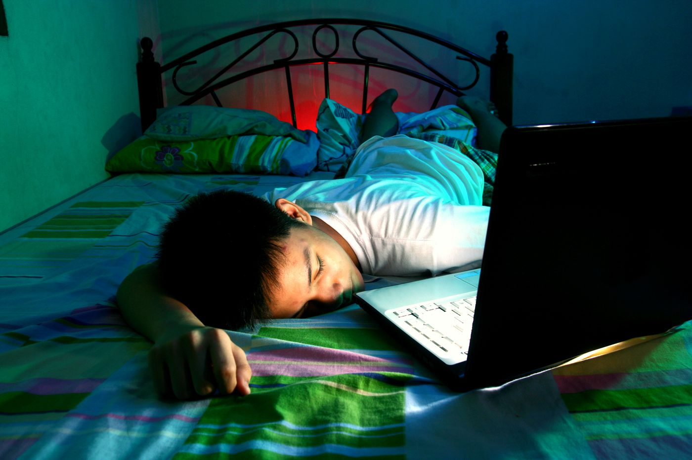 What's a parent to do if kids insist on pulling all-nighters?