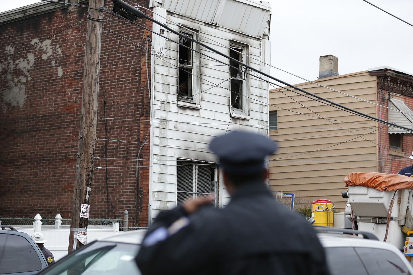3 dead in Kensington rowhouse fire
