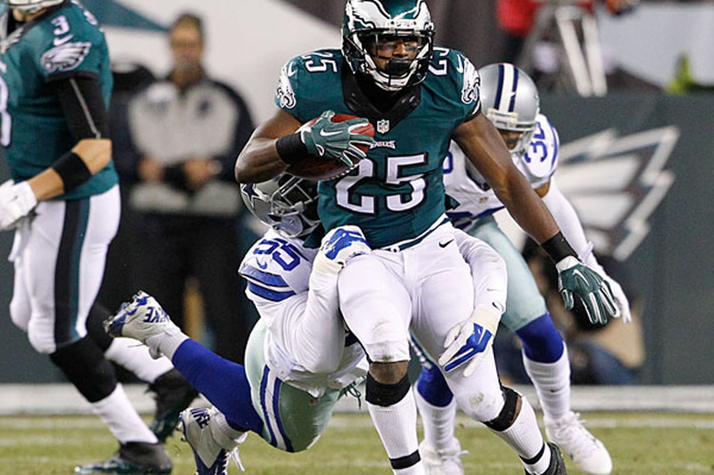 Eagles' McCoy getting fewer touches