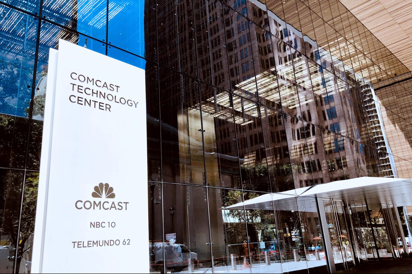 Comcast unveils city's new tallest building with coffee bar, full-floor gym and open work spaces