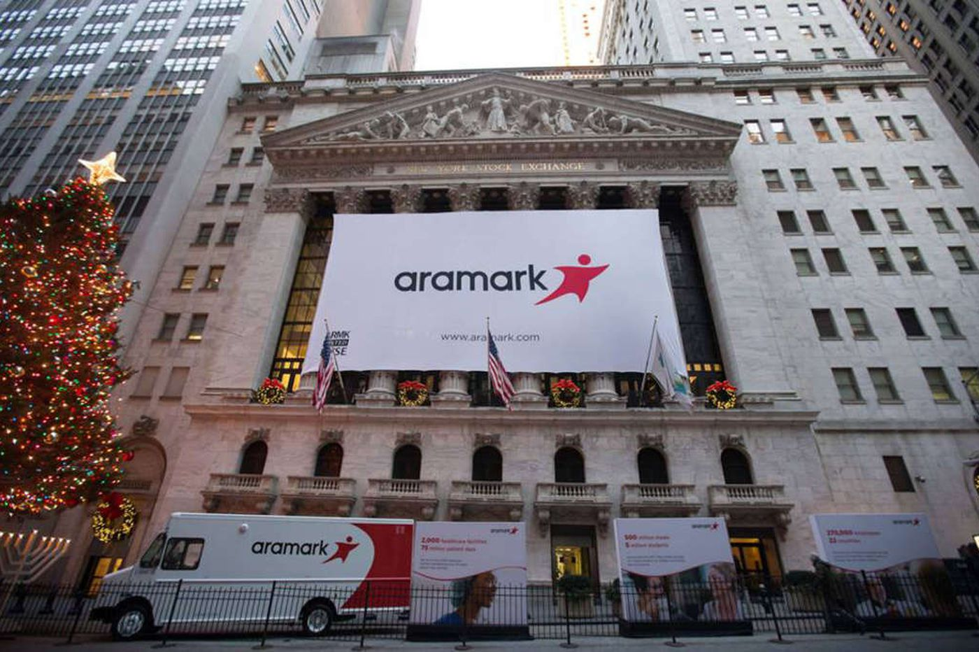 Managers sue Aramark over 2018 bonuses; seeking class-action status